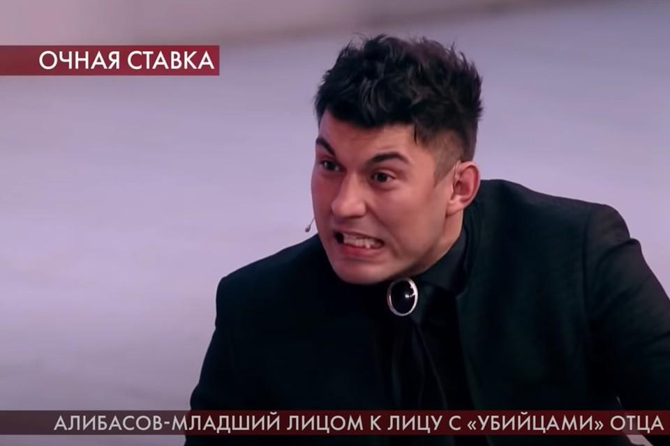 Сын продюсера Бари Алибасов-младший на съемках различных телешоу раз за разом устраивает перфомансы, переходящие в смешанные единоборства.