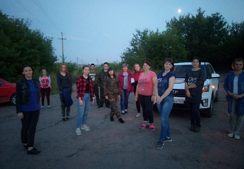 """Анастасия Ларионова (на фото - в комуфляжном костюме) откликнулась на пост в соцсетях, как и многие другие волонтеры отряда """"Лиза Алерт"""""""