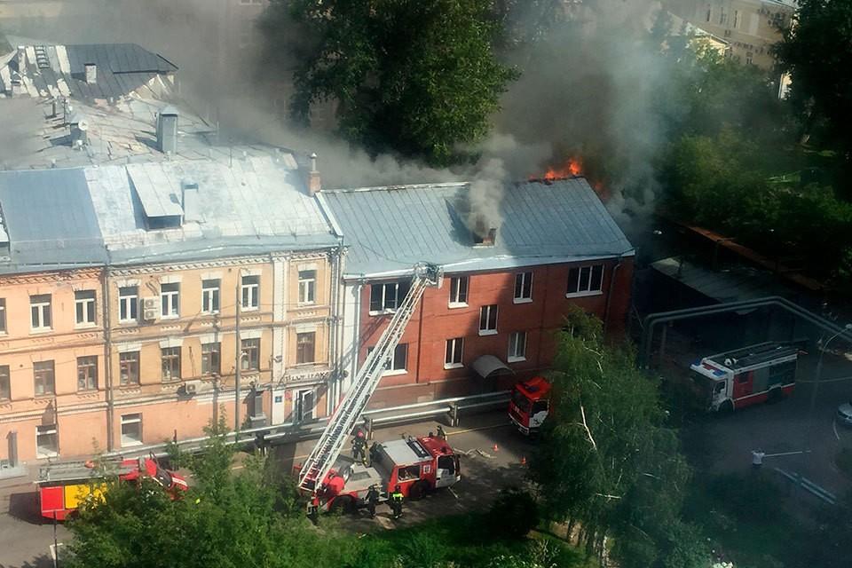 В московском хостеле начался пожар. Фото: пресс-службе ГУ МЧС России по Москве