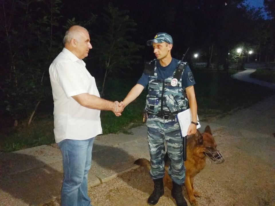 За прошедшие выходные сотрудники ППС уже поймали нескольких хулиганов за распитием алкоголя. Фото: официальный сайт Администрации Симферополя.