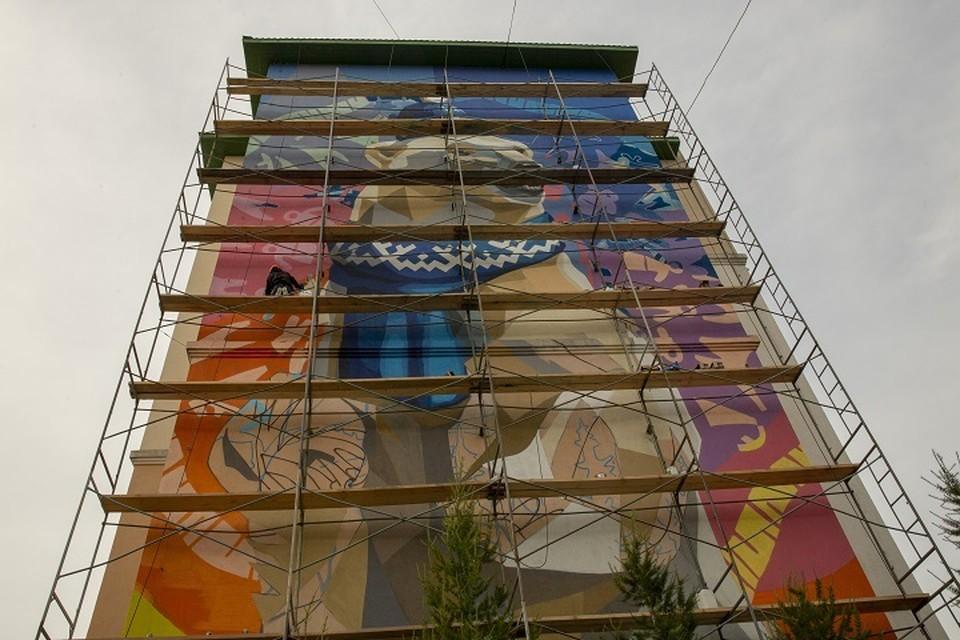 В Салехарде на фасадах зданий появятся три новых мурала Фото: salekhard.org