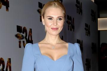 Пелагея пышным декольте превзошла новую девушку Ивана Телегина