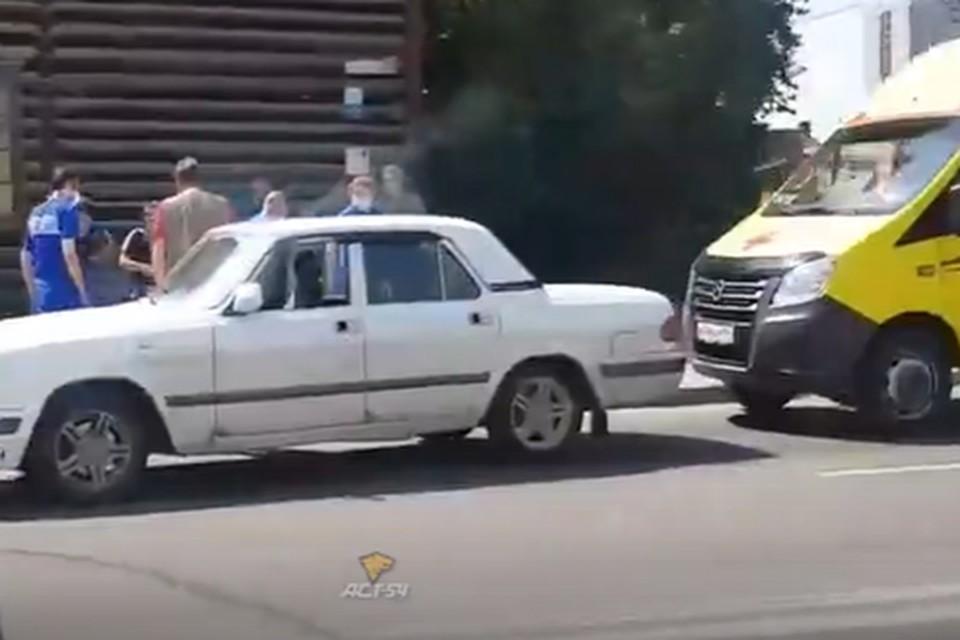 Сибирячку сбила машина на пешеходном переходе. Фото: стоп-кадр