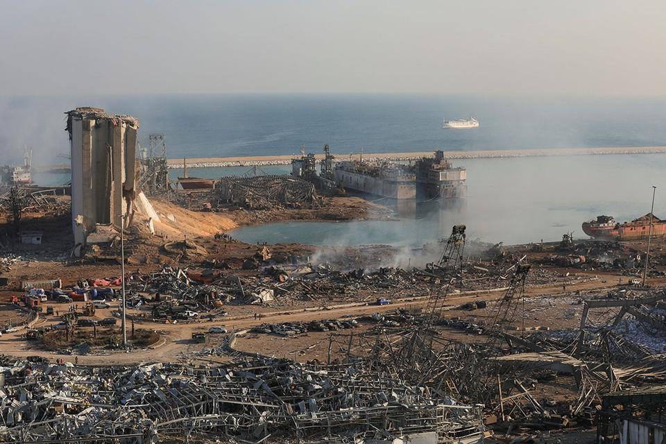 После чудовищного взрыва в порту Бейрута потрясённые люди стали пересылать друг не только кадры разрушений, но и ссылку на статью шестилетней давности, размещенную на одном из профильных сайтов.