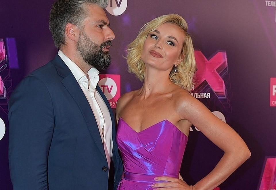 Певица Полина Гагарина впервые подтвердила, что разводится со своим вторым мужем, модным фотографом Дмитрием Исхаковым
