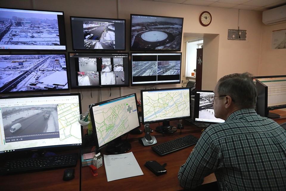 Мониторинг дорог и светофоров в Красноярске ведется круглосуточно.