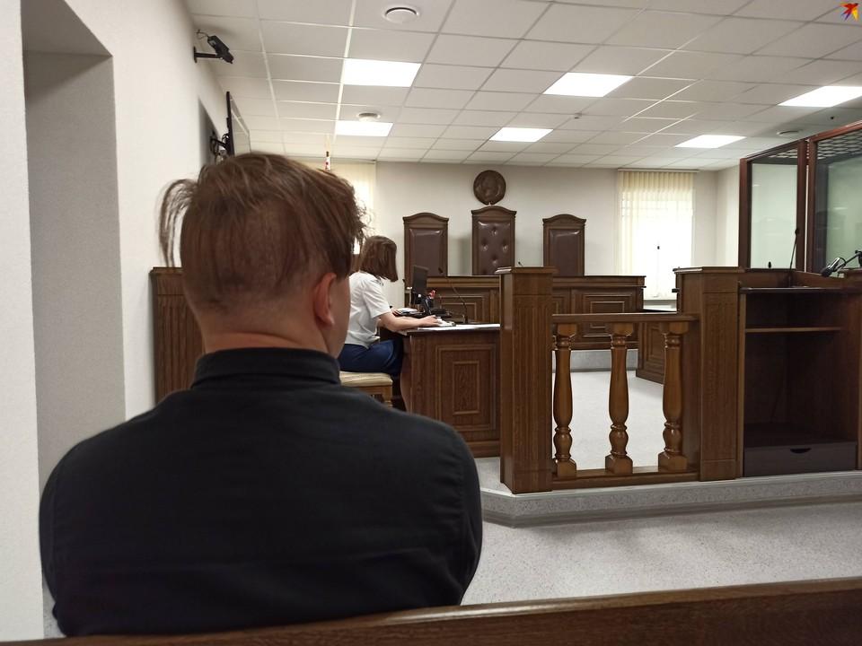 Брестчанина судят за использование чужих взломанных аккаунтов в интернете.