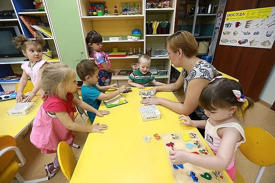 Губернатор поручил исправить ситуацию с детсадами министру образования региона