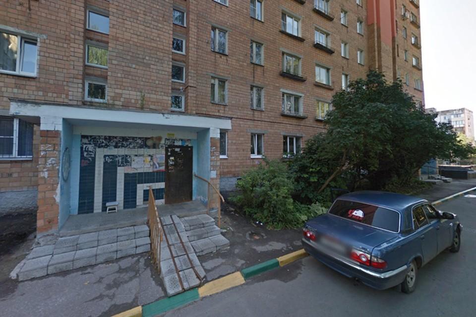 Тело отравленной неизвестными веществами 16-летней девушки найдено в подъезде дома в Нижнем Новгороде