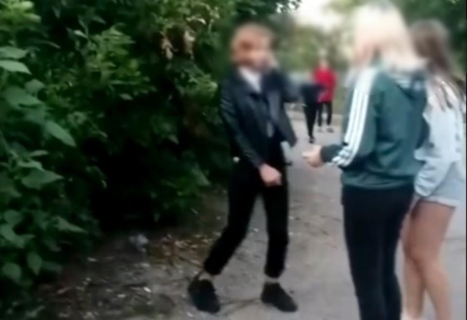 В Орловской области девочки-подростки толпой затравили свою сверстницу