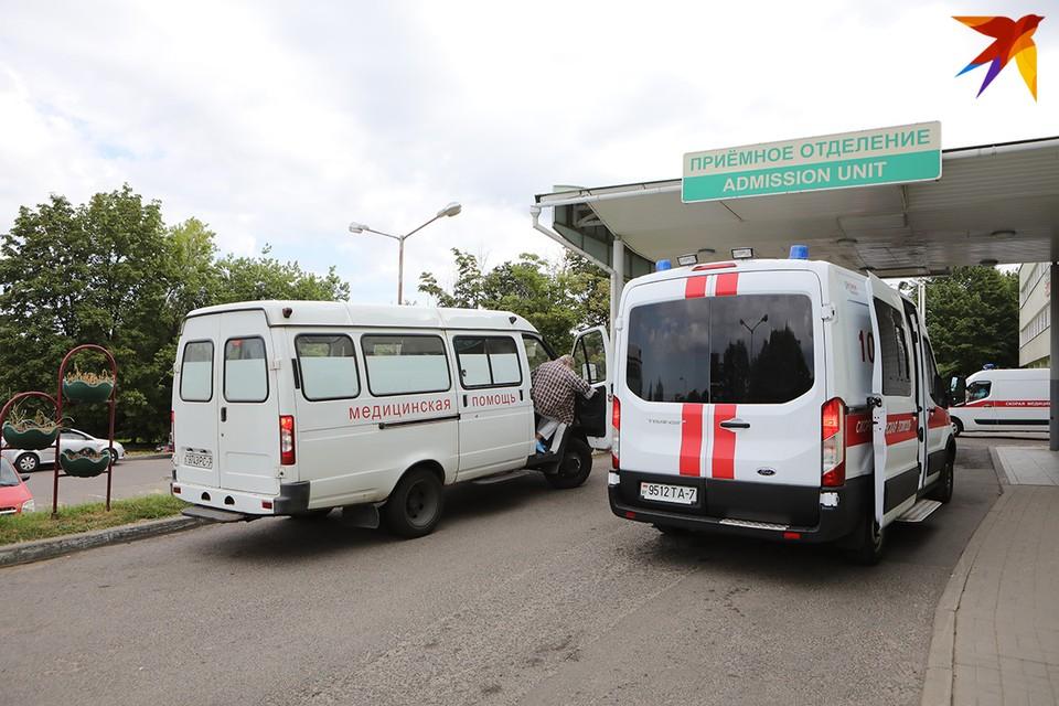 В одной из палат Больницы скорой медпомощи лежит Олег (имя заменили по просьбе парня) - работник государственного СМИ.