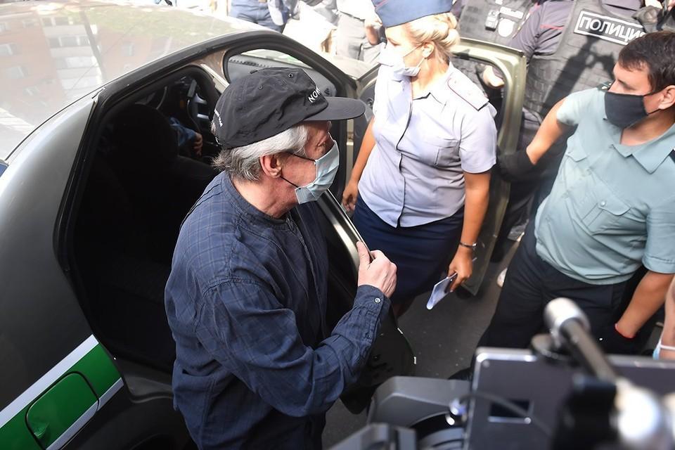 Суд, в котором проходит заседание по делу о смертельном ДТП с участием Ефремова, эвакуировали