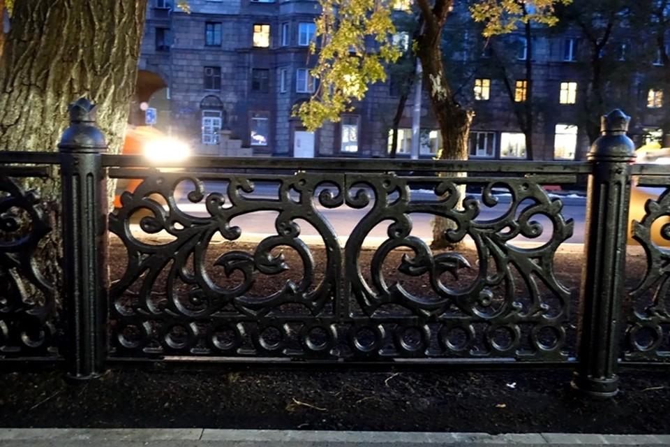 «А потом наоборот»: Новокузнечан удивила ограда на Металлургов
