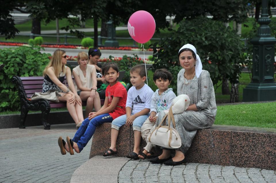 мигранты больше не компенсируют ускоряющуюся естественную убыль населения России.