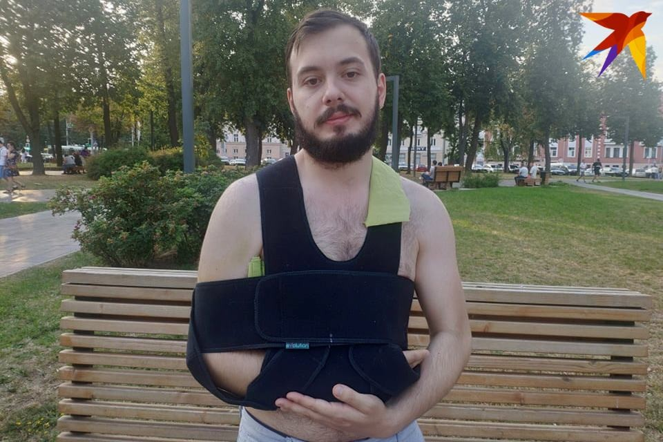 У Кирилла повреждена рука.