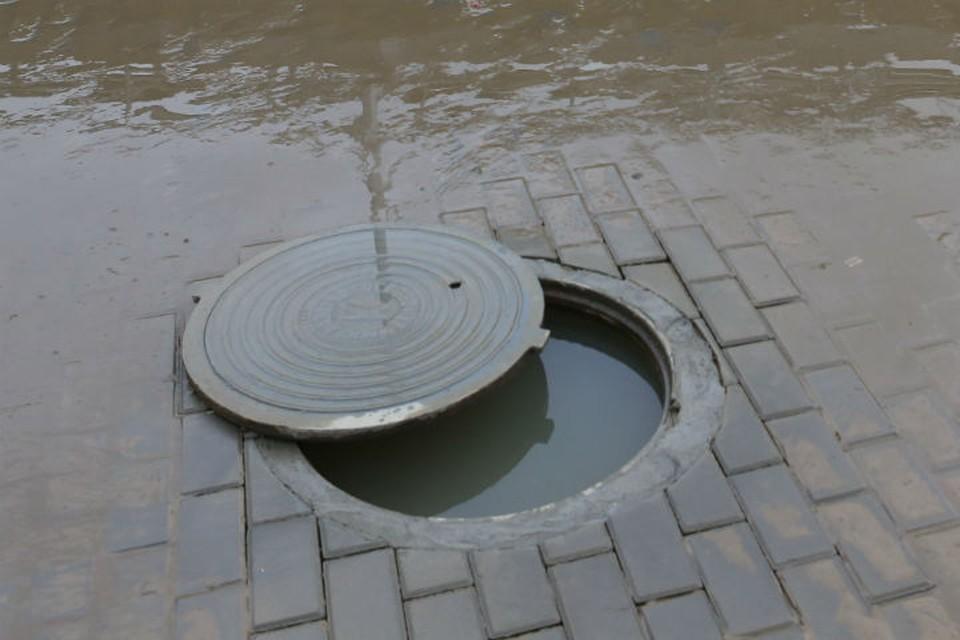 5-летняя девочка упала в канализационный люк