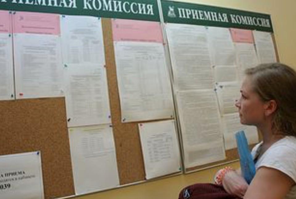 Более чем в 50% вузов России повысился средний проходной балл поступающих