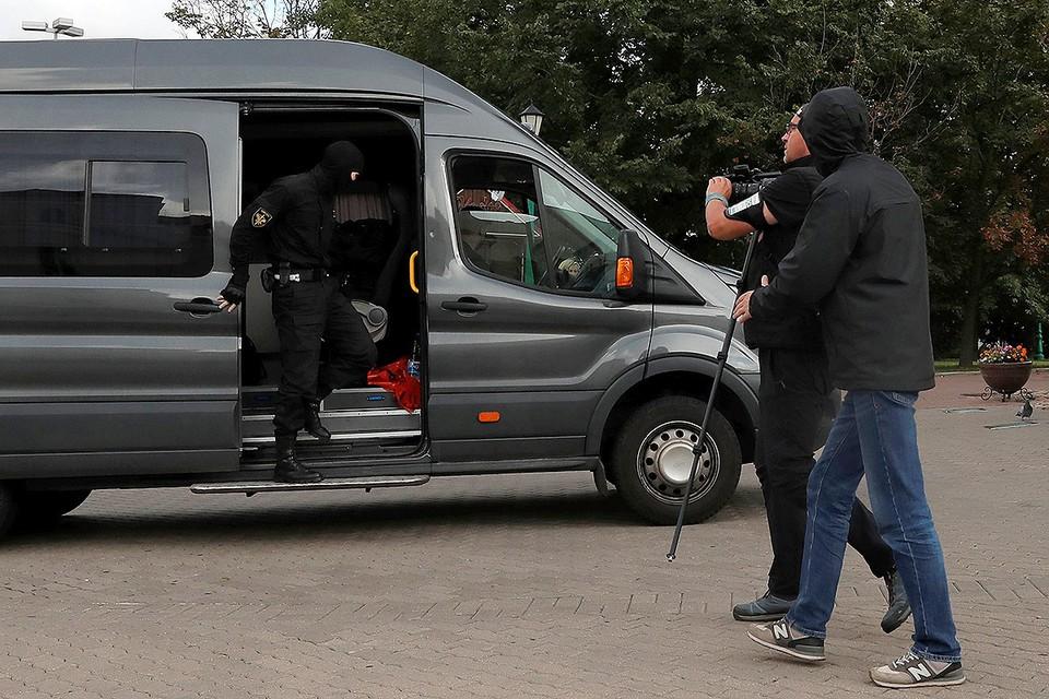 В Минске задержали два десятка журналистов, собиравшихся работать на митинге оппозиции.
