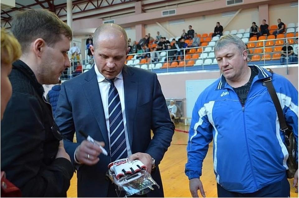 Владимир Воронов (крайний справа) с Федором Емельяненко.