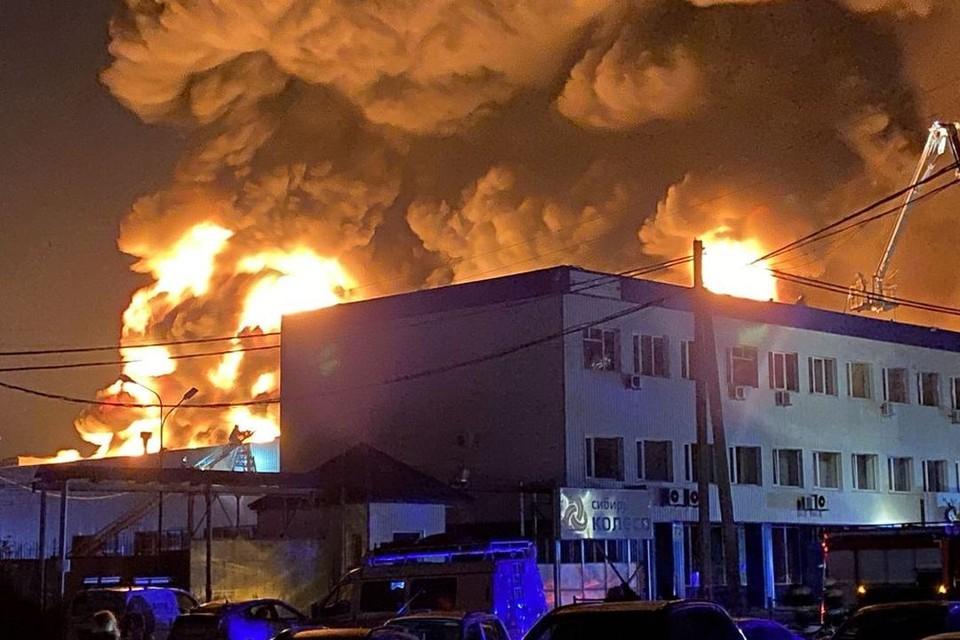 На месте работает 20 единиц техники. Фото: Новосибирская служба эвакуации «АСТ-54»