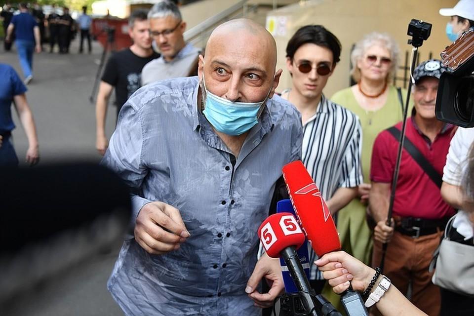 Свидетель Бадасян никого не боится - препирается и с прокуратурой, и с Александром Добровинским.