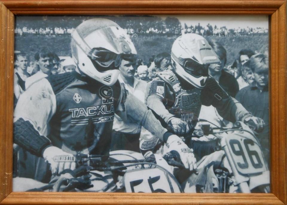 Летописцем мотогонок был фотограф из Харовска Владимир Кормушин. Фото Владимира Кормушина. 1994 года. ХКМ.