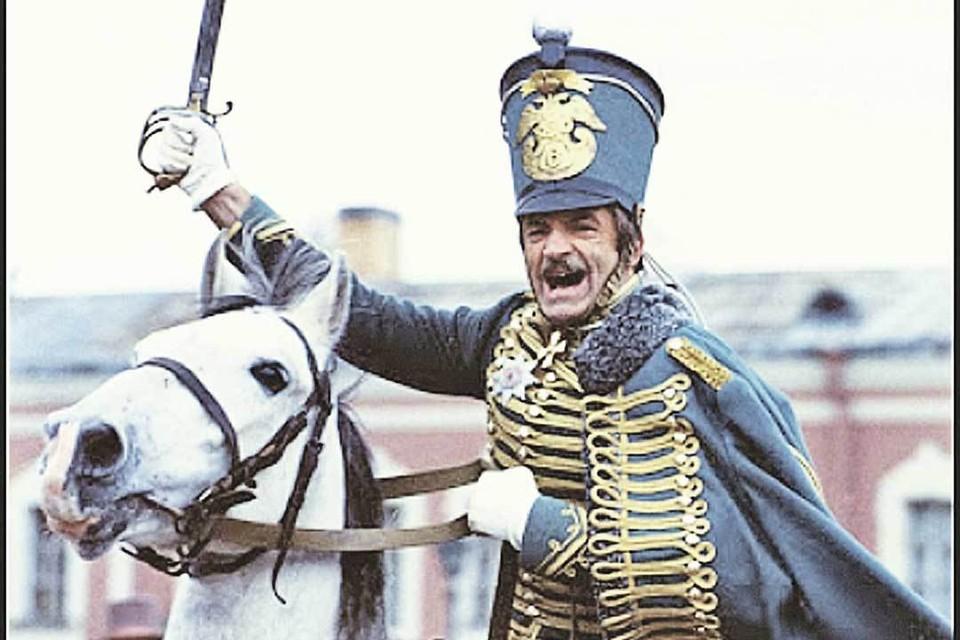 «Служил честно, поэтому в генералы не выбился», - говорил полковник в исполнении Гафта в «О бедном гусаре...». Гафт и служил честно, и по актерским меркам - маршал. Фото: Кадр из фильма