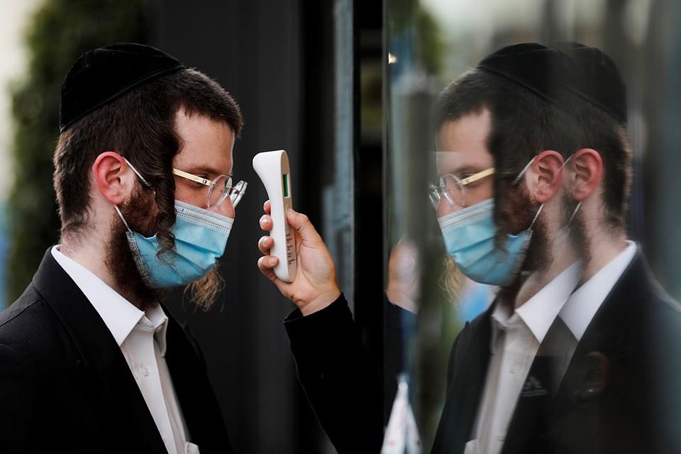С середины лета уровень заболеваемости коронавирусом в Израиле продолжается оставаться одним из самых высоких в мире
