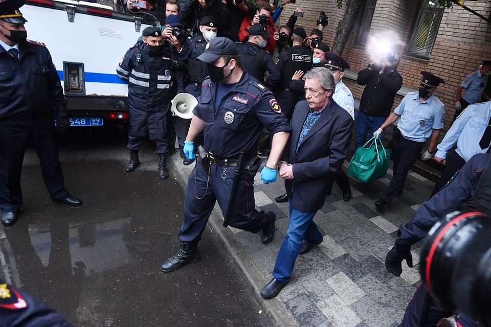 Михаил Ефремов осужден на 8 лет колонии общего режима