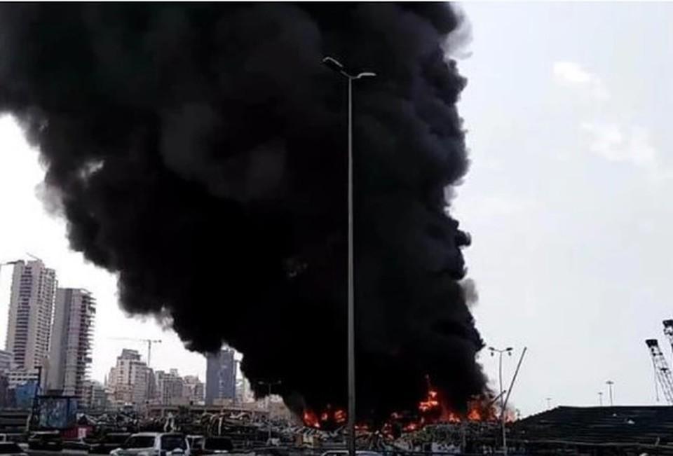 К тушению пожара в порту Бейрута привлекли военную авиацию