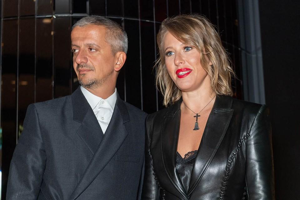 Ксению Собчак и ее мужа, театрального режиссёра Константина Богомолова, на сочинском киносмотре ждут с самого первого дня.