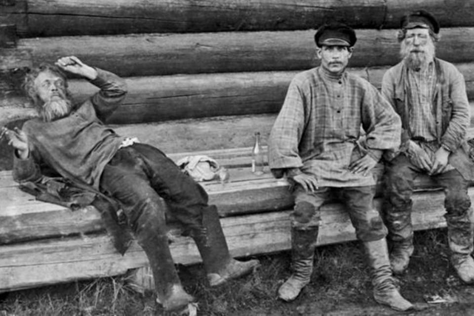 Дома крестьяне пили мало, ведь выпивка в традиционной деревне считалась социальным актом. Фото: rg.ru