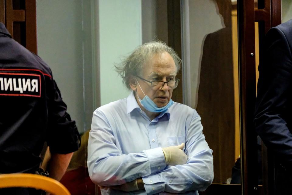 Историк Соколов в суде то засыпает, то распыляется