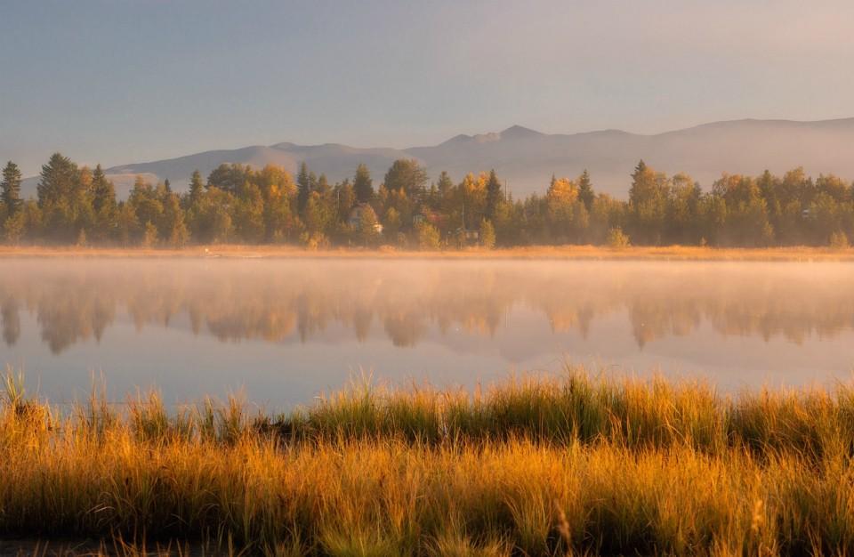Осень подарила Заполярью завораживающий туман. Фото: Виталий Истомин