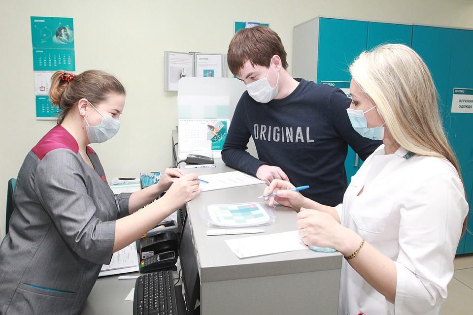 Теперь отечественными противоковидными препаратами можно будет лечиться амбулаторно, на дому, а покупать их — в обычном порядке в аптеках