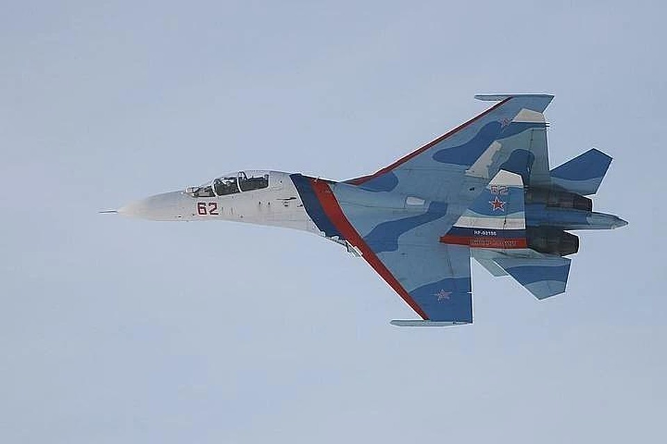 Российский истребитель Су-27 перехватил два самолета ВМС США