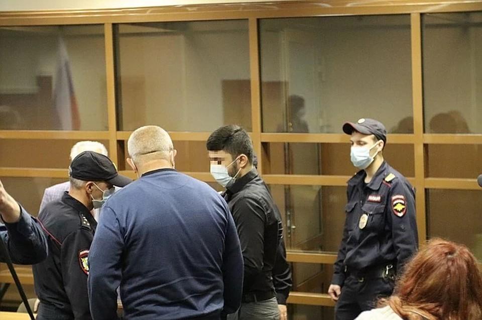 В зал краевого суда 17-летний осужденный пришел без вещей.