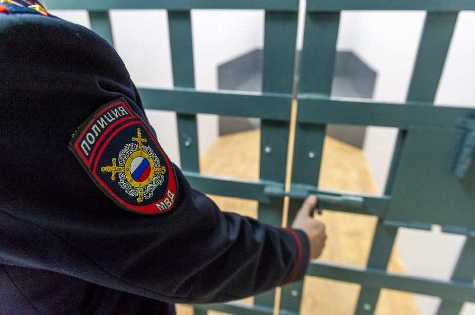 Майор полиции получил крупную взятку прямо у здания УМВД во Владивостоке