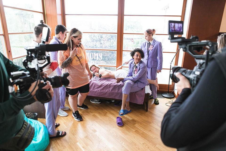 На «Пятнице!» начинается 5-й сезон реалити-шоу «Пацанки», где с девушками с трудной судьбой работают педагоги, психологи и т. п., помогая им сойти со скользкой дорожки, начать здоровую, счастливую жизнь и измениться - в том числе и внешне.