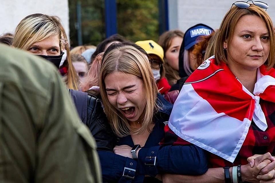 Сторонники оппозиции выходят на протестные акции без масок, собираются большими группами и не соблюдают социальную дистанцию