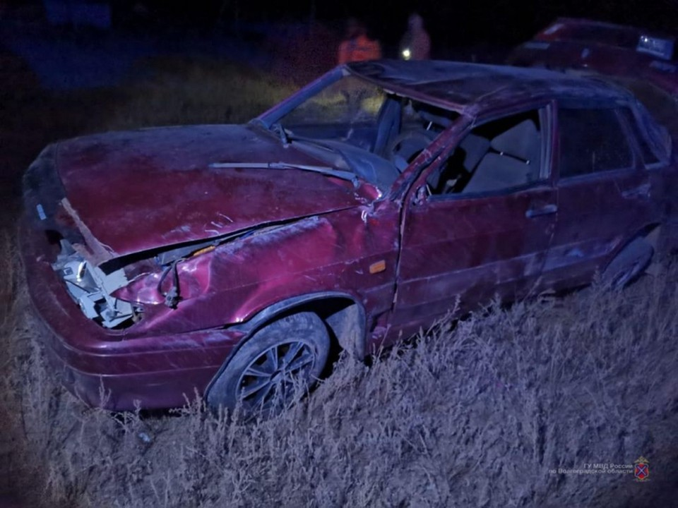 """В перевернувшейся легковушке водитель погиб до приезда """"скорой""""."""