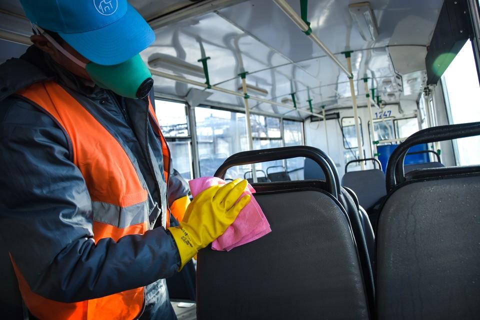 В Новосибирске ежедневно дезинфицируют общественный транспорт