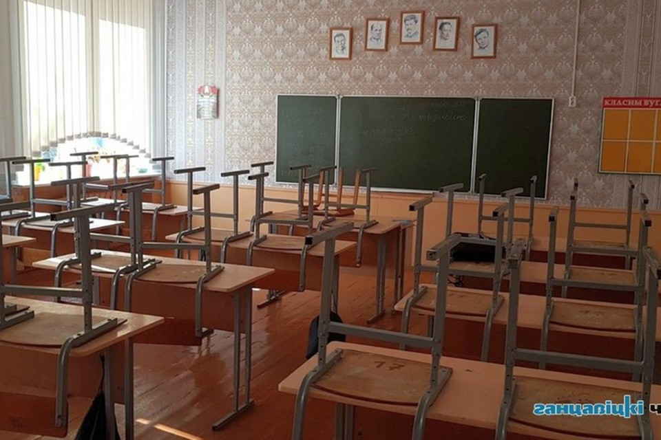 "Пустой класс в Хотыничской школе: ученики на карантине. Фото: ""Ганцавіцкі час""."