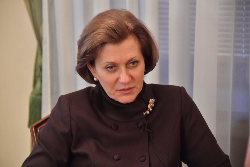 Попова сообщила число носителей коронавируса среди школьников в России