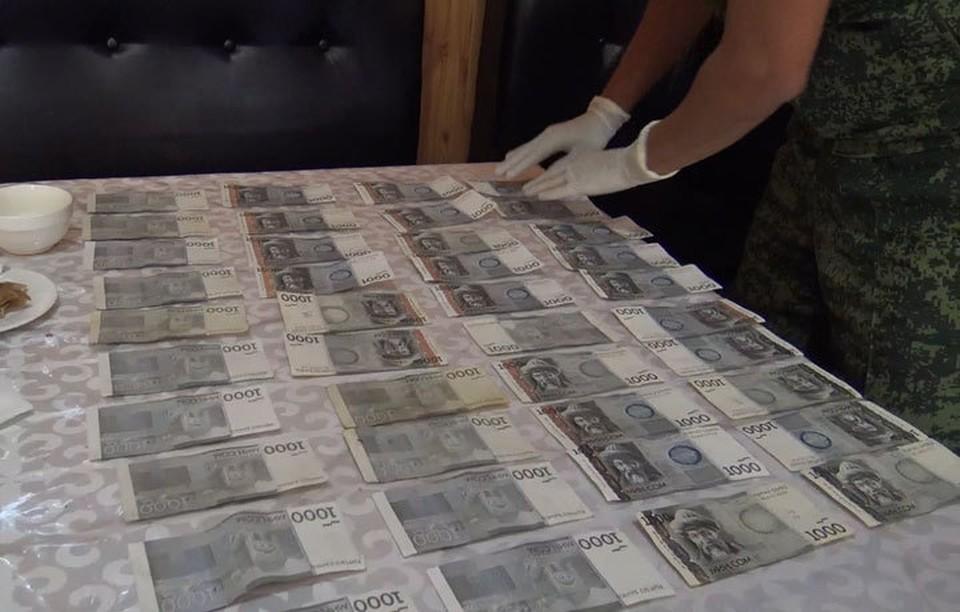 Капитана пограничной службы задержали с поличным при передаче денег.