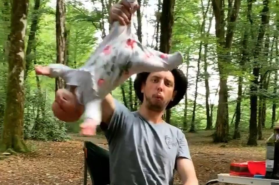 Отец жонглировал ребенком в лесу Сочи. Фото: скрин с видео