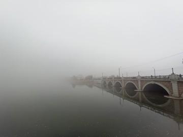 Сайлент Хилл по-уральски: Челябинск с утра накрыло густым туманом