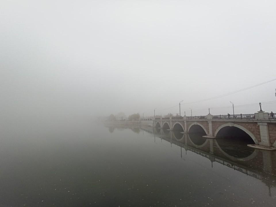 Мост на улице Кирова буквально исчезает в молоке