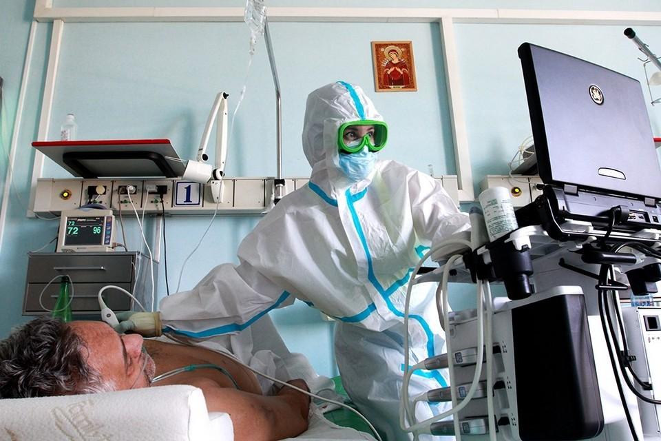 Медикам Иркутской области, лечащим от коронавируса, продлят региональную выплату