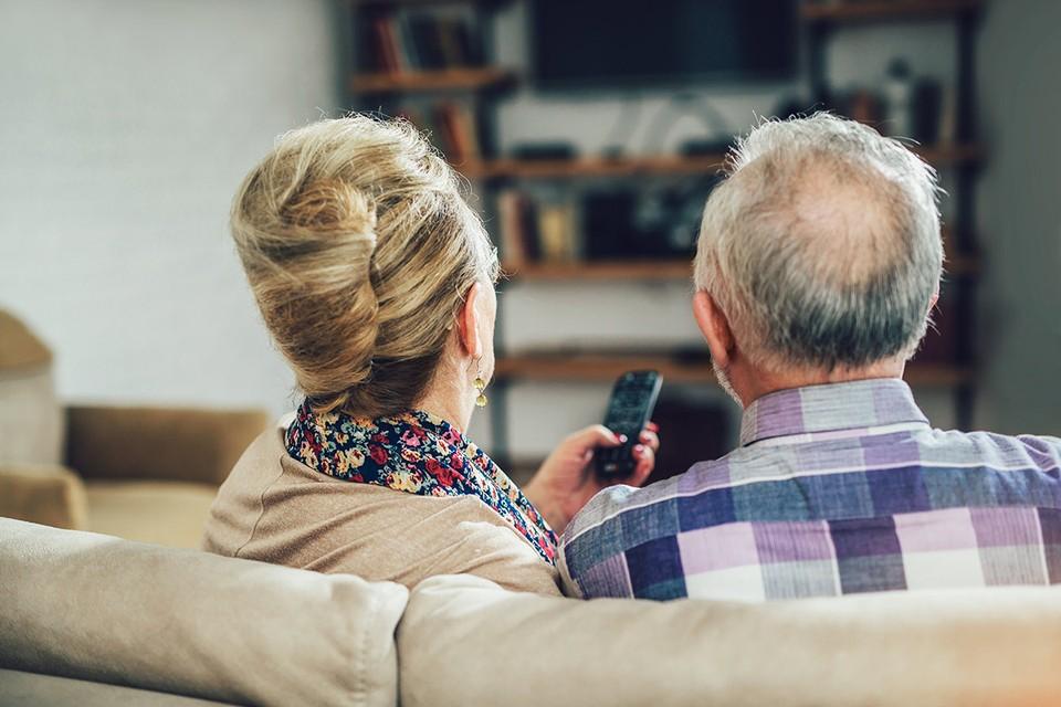 Как залипание перед телевизором влияет на активность мозга